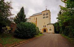 """Braucht jemand ein Kloster? ... Das unter Denkmalschutz stehende Kloster """"Heiligenborn"""" in Bous ist käuflich zu erwerben. Schlappe 1.5 Mios werden dafür gebraucht. Die gesamte Wohn- und Nutzfläche der Gebäude beträgt ca. 4.600 m²; die Grundstücksfläche umfaßt ca. 60.000 m². Ist doch ein Schnäppchen, oder ? <a href=""""http://www.immobilienscout24.de/expose/71352080"""">http://www.immobilienscout24.de/expose/71352080</a>"""