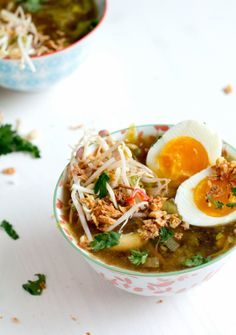 Soto ajam - my new favorite food :) Love Food, A Food, Food And Drink, Soto Ayam Recipe, Asian Recipes, Healthy Recipes, Ethnic Recipes, Healthy Food, Indonesian Food