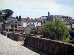 Limoges: Pont Saint-Etienne con una vista di case ed edifici in città - France-Voyage.com