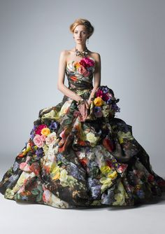 Another one of the extremely flowery dresses . . .I absolutely love them all!  This one's colors are particularly brilliant.  Roses, Dress, Yumi Katsura  jαɢlαdy