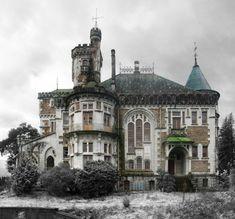 Abandoned - The Castle of Dona Chica, Palmeira - Braga, Portugal Photos: Ruin'arte