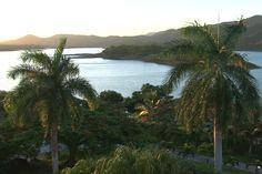 La provincia Villa Clara comparte con Cienfuegos la cuenca Hanabanilla, inmenso espejo de agua, con sus más de 280 millones de metros cúbicos de capacidad, a 340 metros sobre el nivel del mar.
