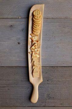 166. Kézzel készített fa cracker tálcát.  Kézműves szolgáló darabot a konyhában.