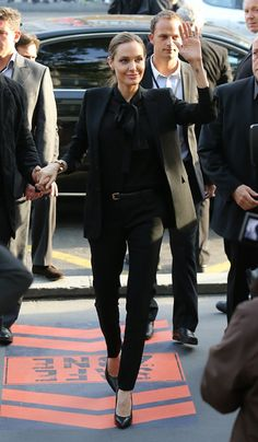 Angelina Jolie in a all black outfit Fashion Mode, Suit Fashion, Work Fashion, Fashion Outfits, Womens Fashion, Office Fashion, Fashion 2018, Style Fashion, Fashion Online