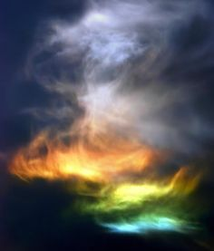Fire rainbow - a halo caused by the refraction of light through ice crystals in cirrus clouds! I've never heard of a fire rainbow! All Nature, Science And Nature, Amazing Nature, Cosmos, Beautiful Sky, Beautiful World, Cirrus Cloud, Fire Rainbow, Rainbow Light