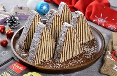 Carpati cake for Christmas, the 2019 dessert of the year on JamilaCuisine! No Cook Desserts, Sweets Recipes, Cake Recipes, Russian Cakes, Jacque Pepin, Choux Pastry, Romanian Food, Cake Creations, Cake Cookies