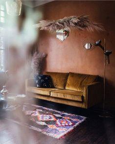 ✓ Shop nu via Homeblend. Living Room Inspiration, Interior Inspiration, Interior Ideas, Living Room Interior, Home Living Room, Black Floor, Decoration, Colorful Interiors, Interior Design
