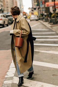 beigeon 💼 street style allure look urban mood fall winter automne hiver veste parka jacket manteau mantel accessoire camel Source by tinytinna fashion street style Plaid Fashion, Look Fashion, Spring Fashion, Winter Fashion, Fashion Outfits, Womens Fashion, Fashion Trends, Fashion Coat, Fashion Capsule