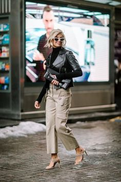Short Black Jackets Made a Street Style Comeback on Day 7 of New York Fashion We.- Short Black Jackets Made a Street Style Comeback on Day 7 of New York Fashion Week – Fashionista Black Women Fashion, Look Fashion, Autumn Fashion, Fashion Ideas, Korean Fashion, Fashion Patterns, Womens Fashion, 50 Fashion, Fashion 2018