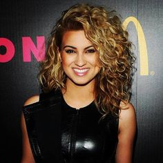 Tori Kelly curly hair. I wish I could get my hair to do that!