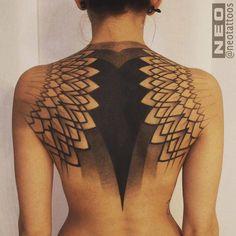 #tatouage #dos #noir #dégradé
