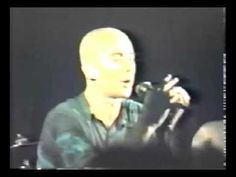 Laskina Pub - Montevideo - 09-12-89 - Patricio Rey Y Sus Redonditos De Ricota con un Indio Solari muy joven y hermoso, y sin anteojos, un poco raro en él en estos tiempos.
