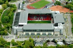 El Parken Stadion de Copenhague (Dinamarca). Tiene capacidad para 42000 espectadores y es la sede de Copenhague FC y la selección nacional de fútbol de Dinamarca. También ha sido usado para conciertos.