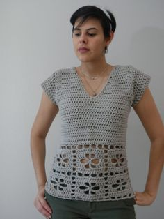 Débardeurs Au Crochet, Crochet Socks, Crochet Blouse, Double Crochet, Crochet Clothes, Crochet Motif Patterns, Crochet Summer Tops, Super Bulky Yarn, V Stitch