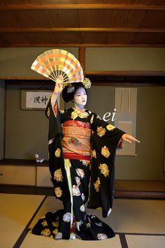 Maiko katsuna. Japanese traditional dance. #japan #kyoto #geisha #geiko #maiko #kimono #japanese culture