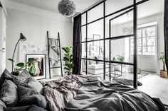 A small & dreamy Scandinavian apartment with a glass wall (Daily Dream Decor) Modern Studio Apartment Ideas, Studio Apartment Decorating, Apartment Design, Apartment Layout, Studio Decor, Deco Studio, Studio Room, Scandi Living, Scandinavian Apartment