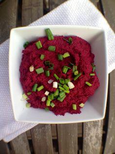 PLEINS de recettes différentes de houmous et tartinades ! Spicy Black Bean Beet Hummus with Sea Salt Lime Tortilla Chips