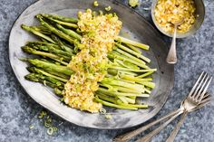 Try Asparagus with egg remoulade by FOOBY now. Or discover other delicious recipes from our category main dish. Cooking With Kids, Cooking Time, Green Vegetarian, New Recipes, Favorite Recipes, Asparagus Recipe, Food Trends, Lactose Free, Boiled Eggs