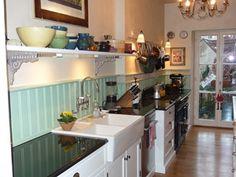 Eine weiße #Landhausküche passt sich perfekt anderen Stilen und ... | {Englische landhausküche 44}