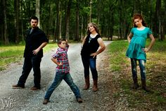 Family Picture / Photography ideas with posing family and older siblings