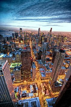 Chicago lights up at night! this might be the best photo of Chicago ever taken! Lago Michigan, Best Places To Travel, Oh The Places You'll Go, Places To Visit, My Kind Of Town, Destination Voyage, Most Beautiful Cities, Amazing Places, Vacation Spots
