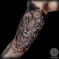 """Custom mosaic realism tiger on @dansimmons_ - inner bicep - tattoogoldnz@yahoo.com - @hushanesthetic @killerinktattoo"""