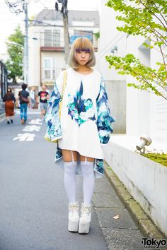Harajuku girl in asymmetrical sweater dress fashion with garter stockings and platform shoes. Korean Fashion Men, Japanese Street Fashion, Tokyo Fashion, Harajuku Fashion, Harajuku Style, India Fashion, Tokyo Street Style, Tokyo Style, Harajuku Girls