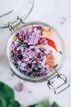 Who knew lilacs were edible?! This fizzy Lilac, Ginger and Citrus Cordial is fermented for 48 hours, making it fantastic for gut health.