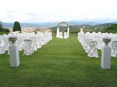 Arch with cloth and flowers. Event Planner : Wedding Italy.