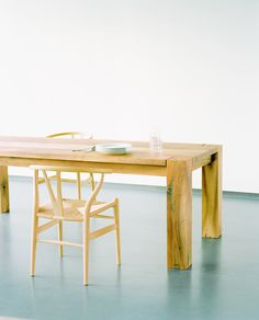 Designer Len Esstisch e15 drayton table featuring minimalist forms and a clear design