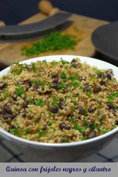 Quinoa con frijoles negros y cilantro #Receta Veggie Recipes, Cooking Recipes, Healthy Recipes, Healthy Foods, Blog Deco, Health Breakfast, Vegan Vegetarian, Vegan Food, Fried Rice