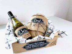 Bread, salt and wine - classic gift to be redeployed - Geschenk haus - DIY Event Craft Beer Advent Calendar, Chocolate Advent Calendar, Christmas Tree Advent Calendar, Mini Christmas Tree, Christmas Tree Themes, Mini Liquor Bottles, Make Your Own Wine, Christmas Thoughts, Baby Cards