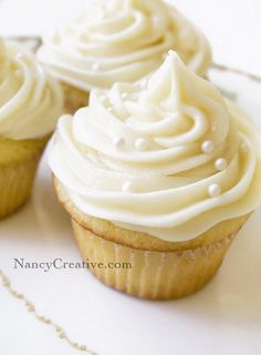 Who doesn't love cupcakes? Especially if they're frosted with rich, swirly buttercream…now that's pretty hard to resist! If you've heard of the famous Magnolia Bakery …