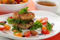 Recipes to make for a summer of sport: Coconut crab cakes Fish Recipes, Seafood Recipes, Asian Recipes, New Recipes, Cooking Recipes, Ethnic Recipes, Recipies, Coconut Crab, How To Cook Fish