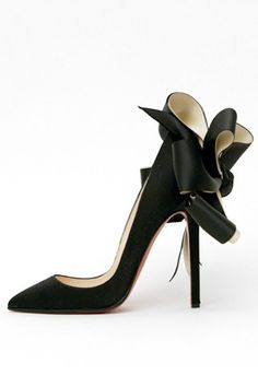 let's face it, I would kill myself trying to walk in these shoes. I think I might be willing to try anyway.