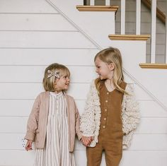 Quilted jacket + chunky knit cardigan, yes please 😍 What To Wear Fall, How To Wear, Baby Girl Winter, Chunky Knit Cardigan, Quilted Jacket, Baby Boy Outfits, Foto E Video, Kids Fashion, Flower Girl Dresses