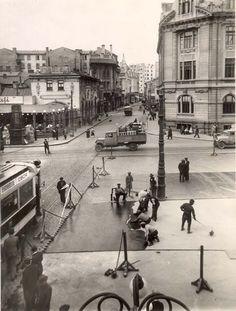 Nicolae Ionescu (1903 - 1975) Fotograf al Bucurestilor – altmarius Old Pictures, Old Photos, Vintage Photos, Bucharest Romania, Old City, Time Travel, Paris Skyline, Street View, Europe