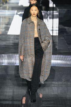 Burberry | Ready-to-Wear Autumn 2020 | Look 39 London Fashion Weeks, Catwalk Fashion, Fashion 2020, Burberry Women, Ideias Fashion, Ready To Wear, Fashion Looks, Normcore, Autumn
