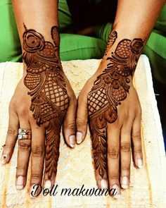 Simple Mehendi designs to kick start the ceremonial fun. If complex & elaborate henna patterns are a bit too much for you, then check out these simple Mehendi designs. Arabic Bridal Mehndi Designs, Pretty Henna Designs, Engagement Mehndi Designs, Floral Henna Designs, Finger Henna Designs, Stylish Mehndi Designs, Mehndi Design Pictures, Mehndi Designs For Fingers, Beautiful Mehndi Design