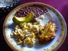 Red beans with egg and plantain, avocado, and a piece of yam Honduran Style ! Honduras Food, Honduran Recipes, Salvadorian Food, Frijoles, Latin Food, Red Beans, Yams, Food For Thought, Risotto