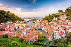 10 Beautiful Hidden Villages in Spain - Miguel A Martin Piris/Turismo Asturias Bad Birnbach, Game Of Thrones Locations, Backpacking Spain, Spain Culture, Nature Sauvage, Paraiso Natural, Medieval Houses, Spain Holidays, Fairytale Castle