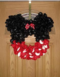 Minnie Mouse balloon wreath
