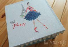 Caixa de MDF Azul Celeste com tema Paris, decorada com pérolas e aplicação de pezinhos de metais prata
