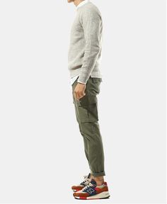 Cargo Pants Outfit Men, Olive Pants Outfit, Dope Fashion, Mens Fashion, Fashion Outfits, Fashion Menswear, Olive Chinos, New Balance Outfit, Pantalon Cargo