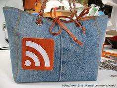 Denim bag pattern.  This is cute.  Too bad the pattern is in a language I can't read :(