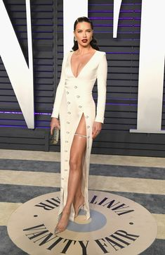 Adriana Lima from 2019 Vanity Fair Oscars After-Party The supermodel's dress is great, but what about the jewelry by Chopard? Estilo Adriana Lima, Adriana Lima Style, Adriana Lima Outfit, Party Looks, Elegant Dresses, Nice Dresses, Evening Dresses, Prom Dresses, Runway Fashion