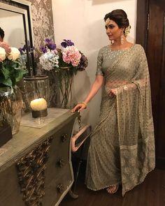 Hot Selling Net Saree Sequence work Zari work on Pallu Attractive sari for Party Indian Dresses, Indian Outfits, Pakistani Dresses, Moda Indiana, Grey Saree, Embroidery Saree, Stylish Sarees, Saree Look, Party Wear Sarees