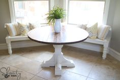 Use Pallet Wood Projects to Create Unique Home Decor Items – Hobby Is My Life Diy Furniture Plans Wood Projects, Woodworking Furniture Plans, Easy Wood Projects, Woodworking Ideas, Round Dinning Table, Round Farmhouse Table, Wood Pedestal Table Base, Wood Table Bases, Unique Home Decor
