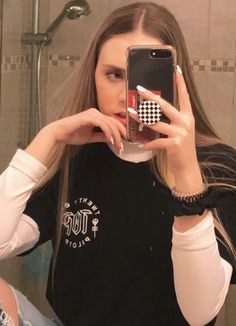 @strangertumblr ☆ Mirror Pic, Mirror Selfies, Pretty Outfits, Cute Outfits, Aesthetic Phone Case, Just Love Me, Get Skinny, Picts, Thrasher