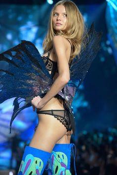 Magdalena Frackowiak Victoria's Secret Fashion Show 2015 (Exotic Butterflies)